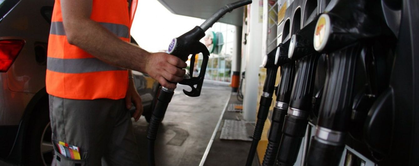 Франція планує заборонити усі бензинові і дизельні автомобілі