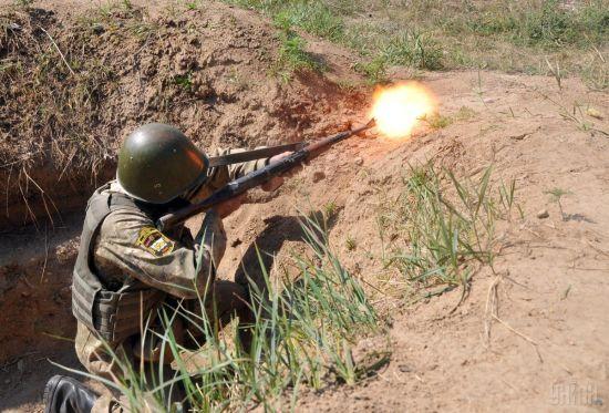 Украинские военные открывали огонь в ответ на каждый второй обстрел боевиков. Как прошли сутки в зоне АТО