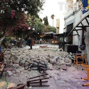 Разбитые дороги и разрушенные здания: мощное землетрясение всколыхнуло Грецию и Турцию