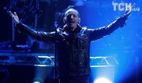 Люби жизнь. Незадолго до суицида вокалиста Linkin Park Беннингтона сын написал ему трогательное послание