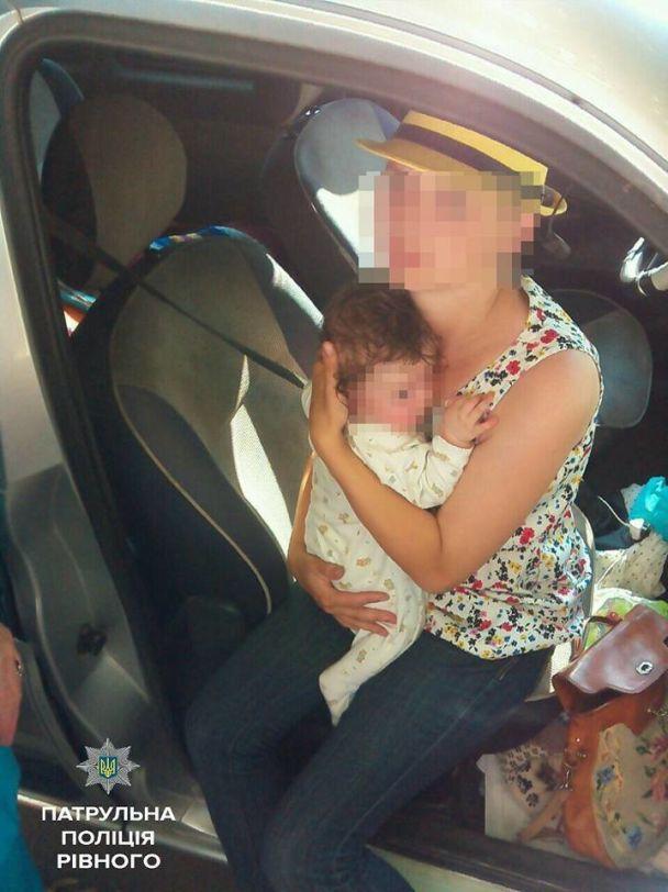 У Рівному мати лишила немовля у розпеченій сонцем машині