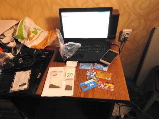 У Запоріжжі кіберполіція викрила продавчиню неіснуючих товарів та наркотиків