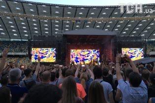Очереди, фанаты и фонарики: появились фото с концерта Depeche Mode в Киеве
