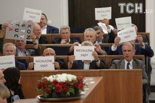Сенат Польщі ухвалив скандальний законопроект про Верховний суд