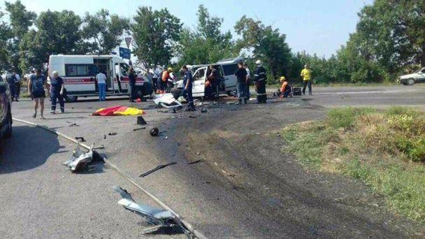 У Миколаєві через зіткнення мікроавтобуса та вантажівки загинула дитина та двоє дорослих