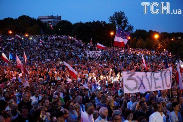 Тисячі людей продовжують протест проти судової реформи вПольщі