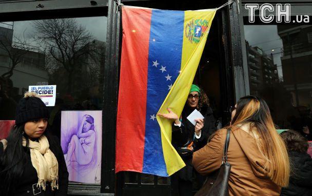 Прапори, бюлетені та кривава стрілянина: у Венесуелі відбувся референдум