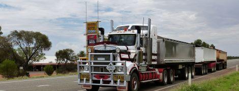 В США на парковке нашли грузовик с 8 мертвыми людьми и десятками травмированных