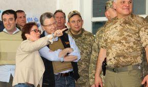 """""""Это не замороженный конфликт, а горячая война"""": официальная делегация Госдепа США приехала в зону АТО"""