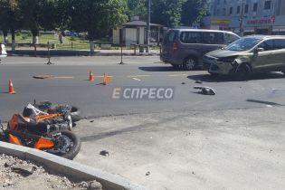 В Киеве легковушка сбила мотоциклиста