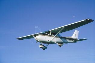 На Прикарпатье во время посадки перевернулся самолет, есть пострадавшие