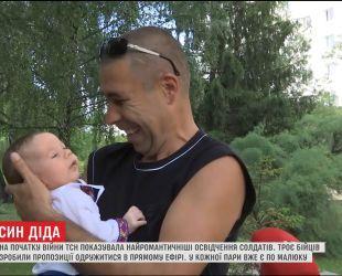 Украинские бойцы, которые сделали предложение любимым в прямом эфире ТСН, стали родителями