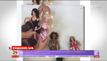 Дочь Виктории Бекхэм играет куклами Spice girls