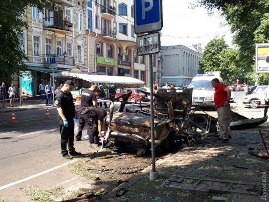 """""""Жигулі"""" в центрі Одеси підірвали дистанційно"""