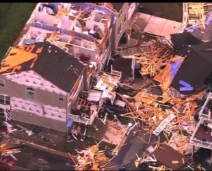 Руйнівний торнадо позносив дахи будинків в американському штаті Меріленд