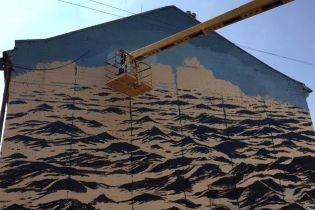Известный художник нарисовал мурал с морем в Киеве и влюбился в украинскую столицу