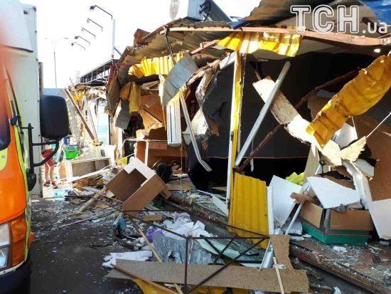 """Знищення ринку біля """"Лісової"""": свідки кажуть про вбивства тварин і грабунок майна """"тітушками"""""""