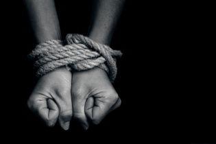 На оккупированном Донбассе участились случаи торговли людьми и рабства