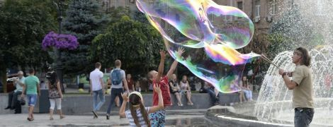 Погода приготовила украинцам сильную жару, ливни, град и шквалы. Прогноз до конца недели