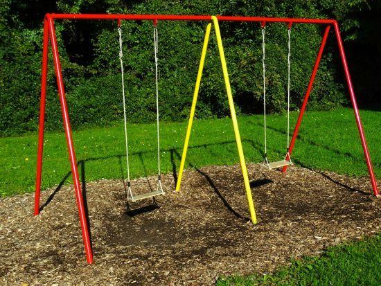 В анексованому Криму незакріплена гойдалка вбила 8-річного хлопчика