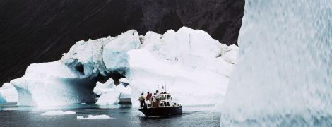 Ученые обеспокоены быстрым таянием ледника в Гренландии и появлению темных водорослей на нем