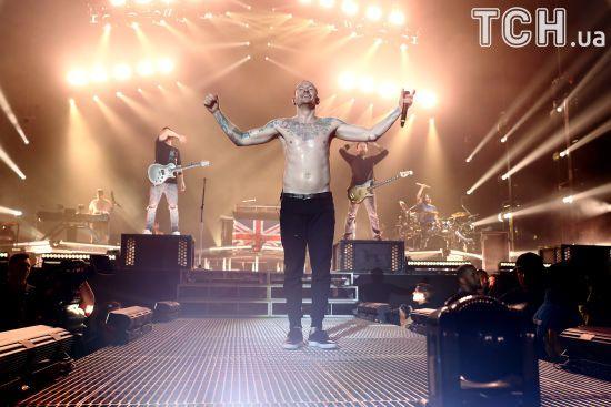 Старі фотографії: Учасник Linkin Park Майк Шинода оприлюднив першу світлину з покійним Беннінґтоном