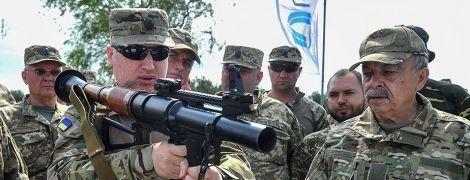"""""""Враги будут сдаваться, не дожидаясь"""". Турчинов протестировал новое редкое вооружение"""