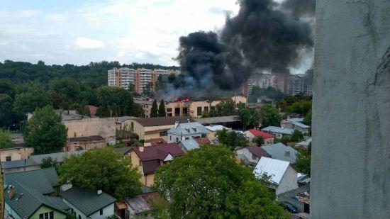 У Львові масштабно спалахнув інструментальний завод