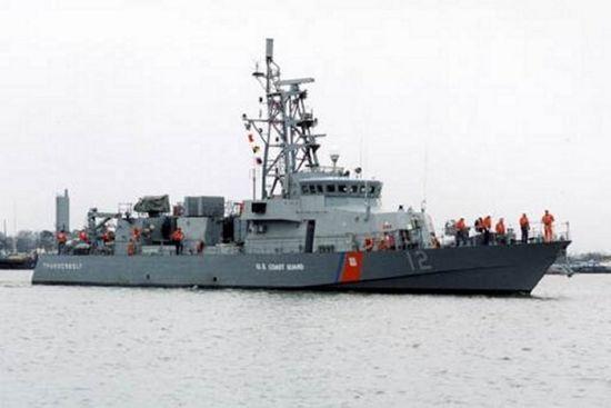 Бойовий корабель США відкрив попереджувальний вогонь у бік іранського судна