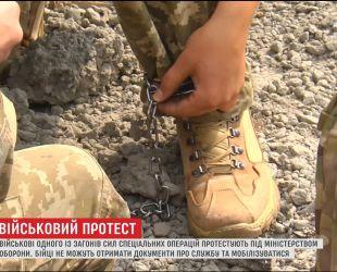 Отряд АТОшников месяцами не может получить документы о службе после конфликта с командиром