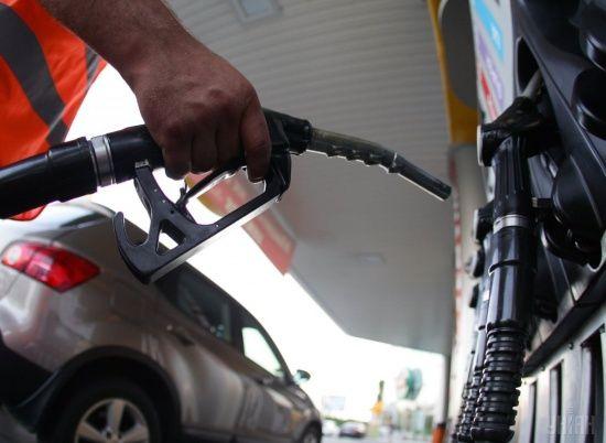 Скільки коштує заправити авто на АЗС уранці 17 липня