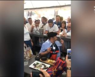 Французском политику пришлось съесть крысу проиграв пари на результат футбольного матча