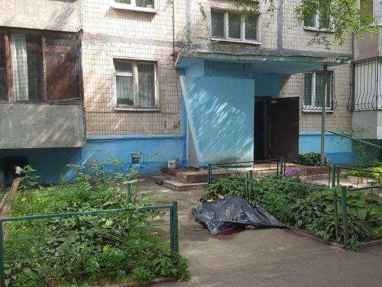 У Києві чоловік випав з вікна шостого поверху