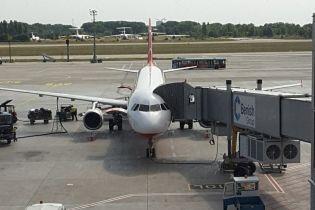 """Перед затриманням НАБУ Сус встиг запостити у Facebook фото з літаком у """"Борисполі"""""""