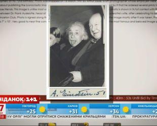 Оригинальный снимок Альберта Эйнштейна с его автографом продадут на аукционе