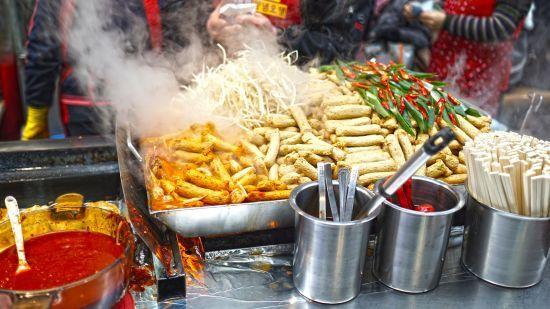 Українці досі з недовірою купують вуличну їжу: як обрати якісний продукт