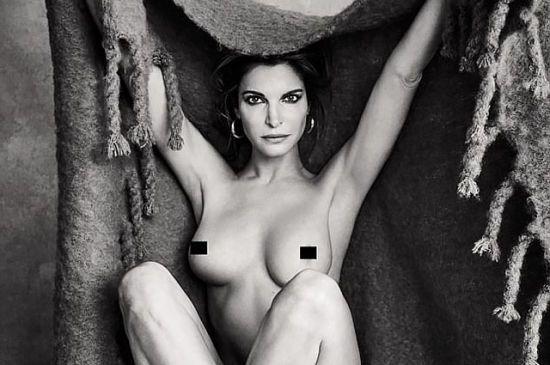 49-річна зірка 90-х Стефані Сеймур повністю оголилася у чорно-білій фотосесії