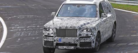 Rolls-Royce начал испытывать на Нюрбургринге внедорожник Cullinan