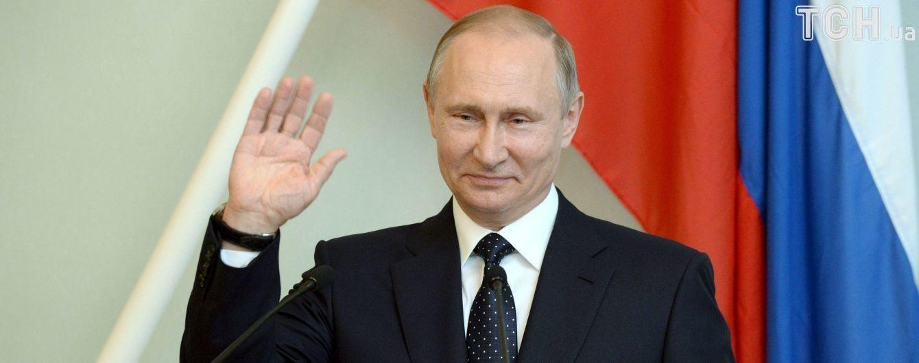 """""""На посошок"""". Відлітаючи з Фінляндії, Путін прихопив із собою більше 10 ящиків горілки та вина"""
