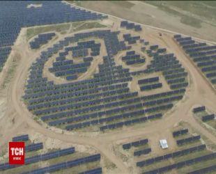 Китайцы построили первую в мире солнечную электростанцию в форме двух гигантских панд
