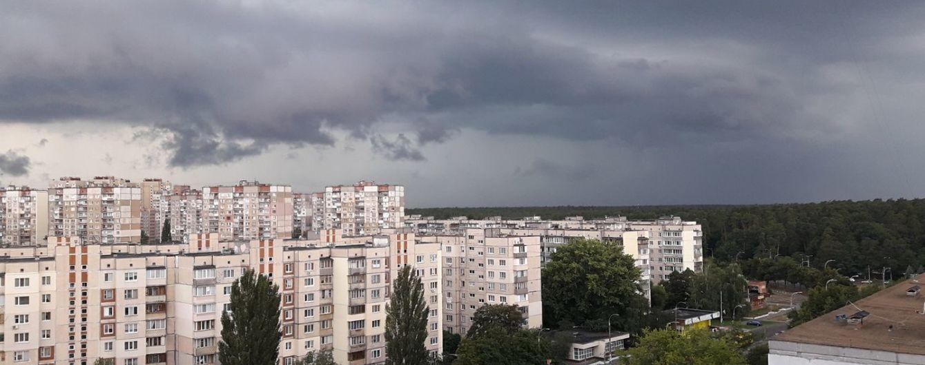 Синоптики прогнозують грози майже по всій території України
