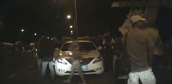 На українсько-польському кордоні побили патрульних поліцейських і пошкодили їхнє авто