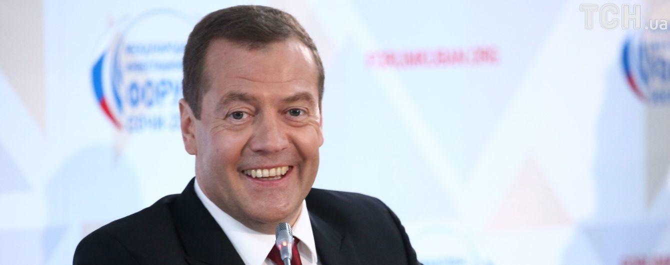 Медведєв назвав підписання Трампом нового санкційного закону торговельною війною