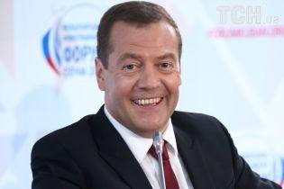 Медведев подписал новые правила пользования кадилом