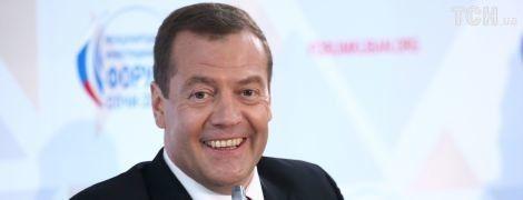 """""""Новое лицо Calvin Klein"""". Как в Сети смеются над трусами Медведева"""