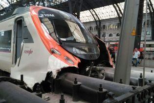 В результате аварии поезда в Барселоне пострадали полсотни людей