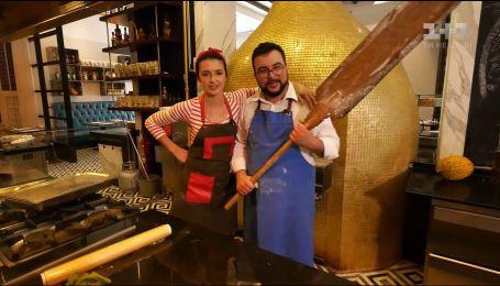 Валентина Хамайко і Руслан Сенічкін влаштували змагання з приготування турецького Піде
