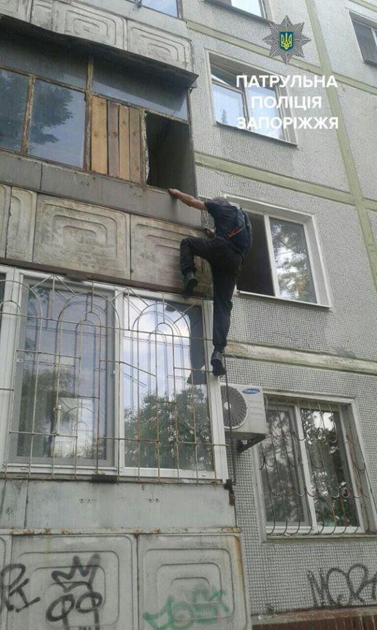 У Запоріжжі крадії втекли з балкону квартири просто до рук поліцейських