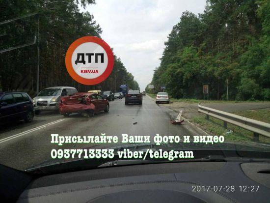 Масштабна ДТП під Києвом: на в'їзді до Вишгорода зіштовхнулися декілька авто, є постраждалі