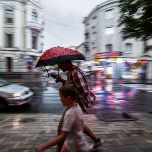 После субботних ливней с градом и грозами Украину возьмет в плен сильная жара